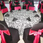 Damask tablecloths and overlays are becoming the new trend.